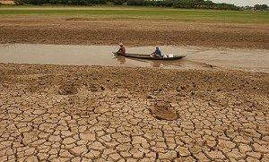 amazonia_seca_2005_lago_cidade_de_manaquiri